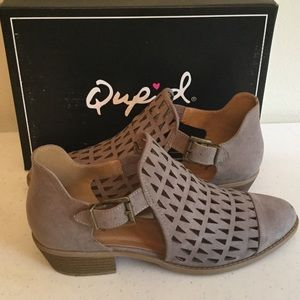 Qupid Shoes - ❤️❤️ BRAND NEW QUPID TAUPE SUEDE LOW HEEL BOOTIES!