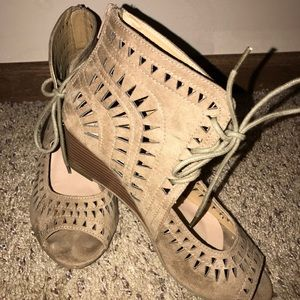 Shoes - Cute Detailed Bootie Lace-Up Wedge Sandals