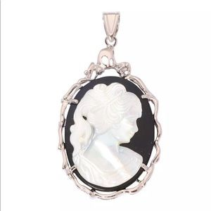 Jewelry - Just In ➰ 18K Gold filled Cameo pendant ➰