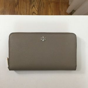 Tory Burch Gray Robinson Wallet