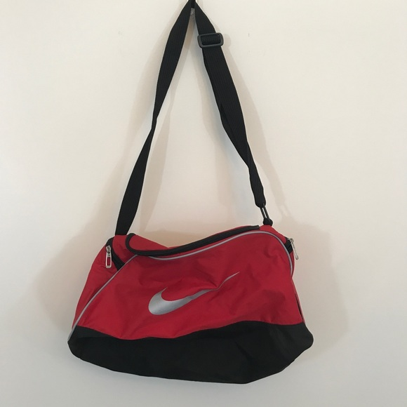 b33cc7a84051  10 CLOSET SALE❗️Nike Red Duffel Gym Bag. M 5976aaec2599fe6c2b0091b6
