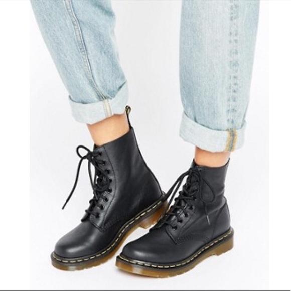 48 off dr martens shoes black doc martens classic for. Black Bedroom Furniture Sets. Home Design Ideas