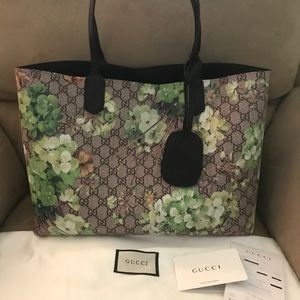 1db9493ada7 Gucci Bags - Gucci Reversible GG Blooms Leather Tote green