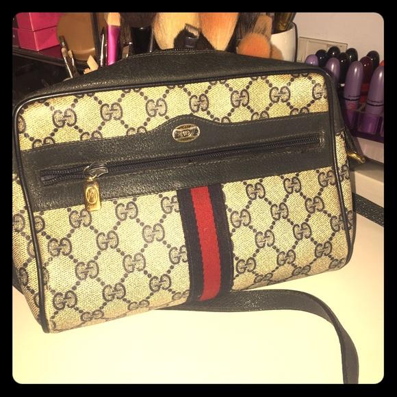2e9024bfe0245 Vintage GUCCI cross body purse .. 80's $205