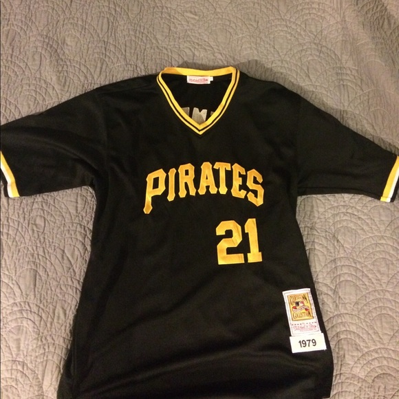 best service af854 db1b3 Mitchell and Ness - Roberto Clemente Jersey