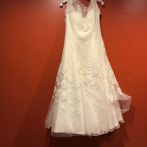 Wedding Dress With Belt And Veil