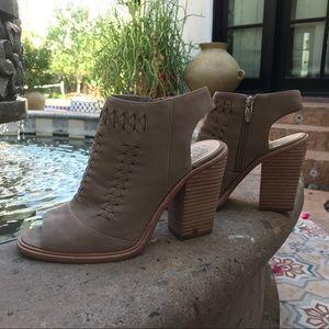 Vince CAMUTO bootie heel peep toe shoe size 8.5