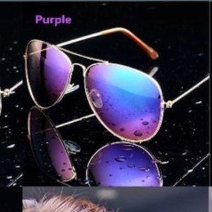 Accessories - Fashion mirrored sunglasses.
