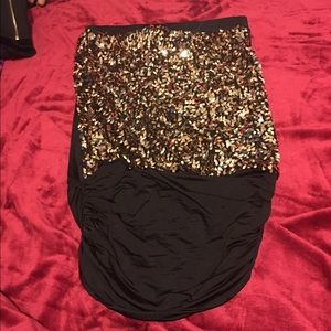 Dresses & Skirts - Black and gold dress