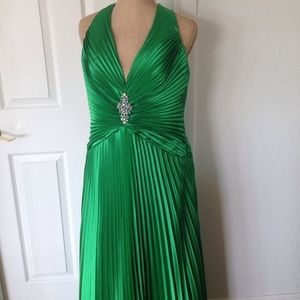 Full length Kelly Green Size 12 Evening Gown - WOW