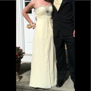 Dresses & Skirts - Yellow prom dress🌻