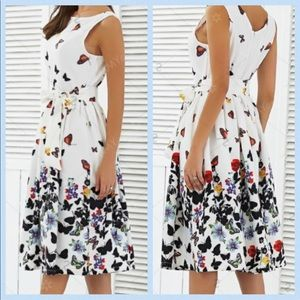 Dresses & Skirts - Just In 🦋 Butterfly print Dress 🦋 Small