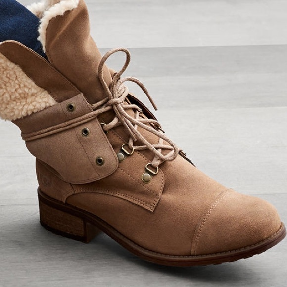 4bc79720808 🆕UGG Australia Gradin Boots NWT