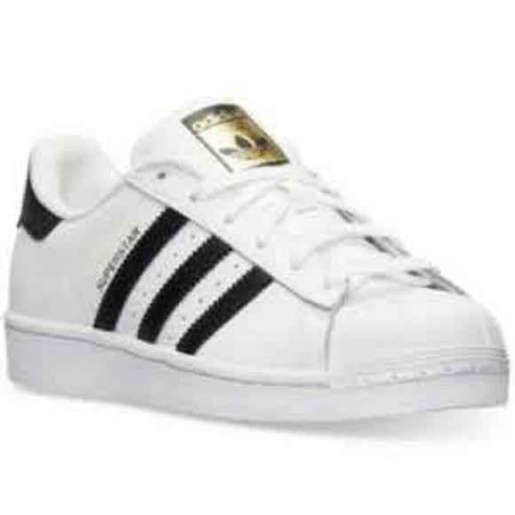 le adidas super star occasionale poshmark le scarpe