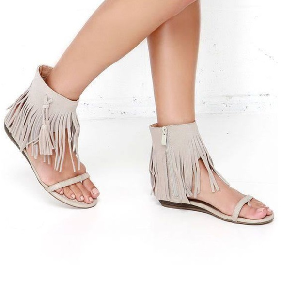 100a24674b7f83 Very Volatile Ice Grey Suede Fringe Sandals
