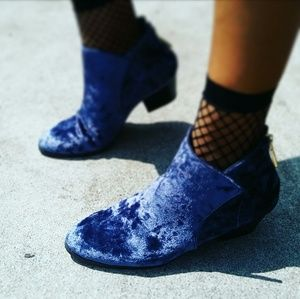 //The Mindy// Velvet blue ankle bootie