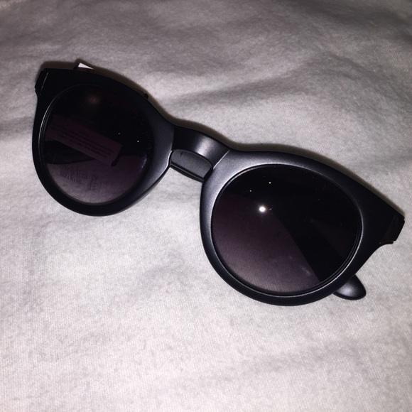 55dbc28991f Vera Wang matte blk cat eye sunglasses NWT