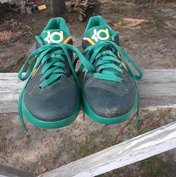 aa04a82c8ecb Nike Kd Trey 5 ll Shoe s Boy s Size 7 youth. M 5977b534620ff7e50600483c
