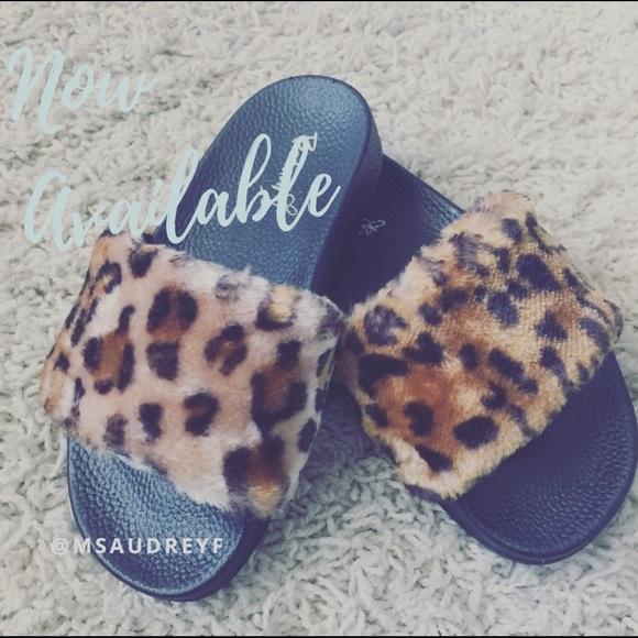 382e825cdaf SALE GIRLS Leopard Fur Slides