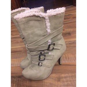 Cute Heeled Boots w Fur