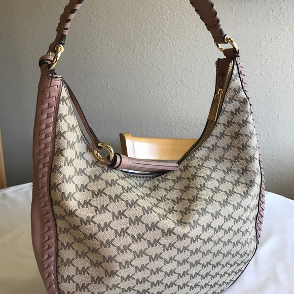 6293b96ebc82 Michael Kors Signature Lauryn Large Shoulder Bag