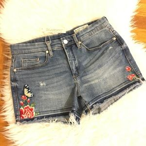 • NWT Blank NYC denim embroidered shorts size 29•