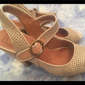 Lucky Brand size 8.5 Leather open toe shoes