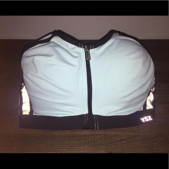 7d7a21b695 Victoria s Secret Front-Close Sports Bra. M 59780a61bf6df50ee200aa23