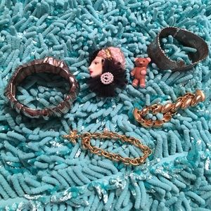 Bundle of fashion jewelry