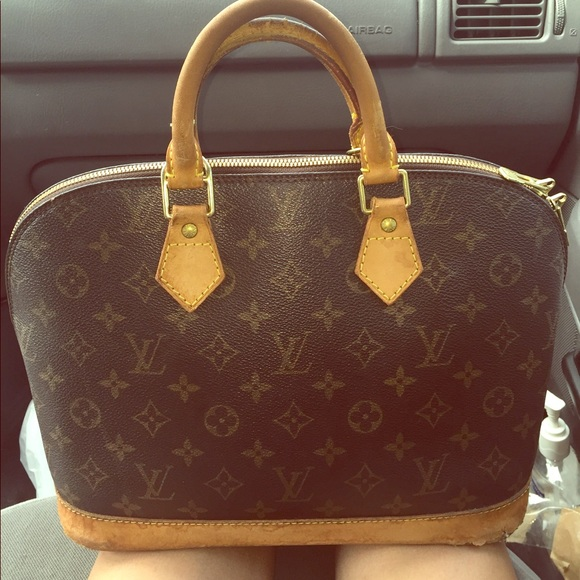 d0242a7b466c Louis Vuitton Handbags - SALE! Authentic LV alma