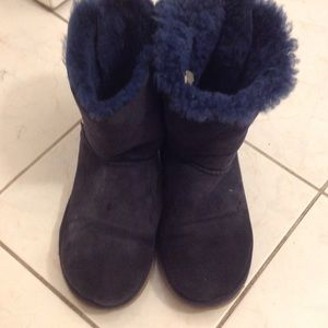 Bailey bow uggs used no wholes no smell
