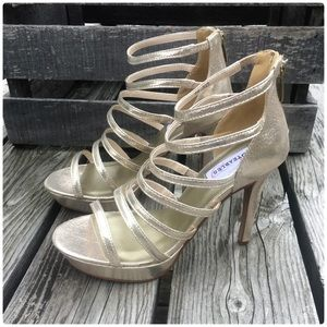 🌻 GORGEOUS Champagne Shimmer Platform Sandal! NEW