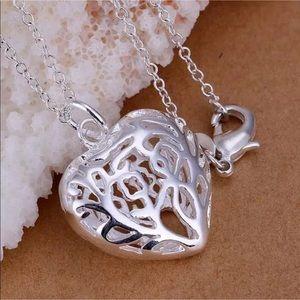 Jewelry - NWOT Silver Filigree Scroll Heart Necklace