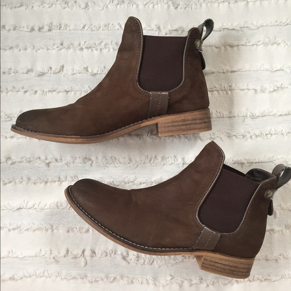8a253cb4103 Steve Madden Gilte chelsea boot. M 5978be645c12f8427f0248a6