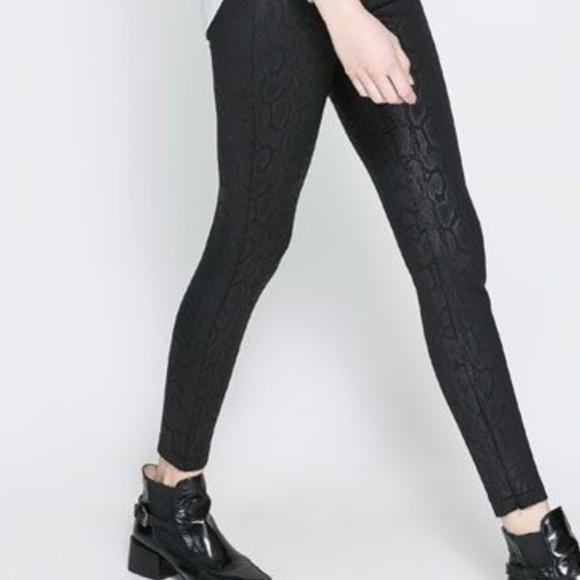 5fd70502350f76 Zara Snakeskin Printed Leggings with Ankle Zip. M_5978c635f0137d689a0261b2