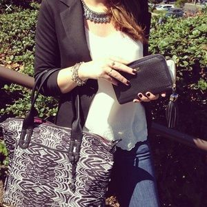 """Stella & Dot """"How does she do it"""" Tote"""