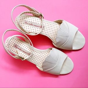 B.A.I.T. Footwear Cream Wedge Sandal