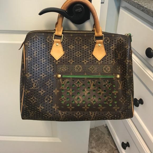 26152187d3bc Louis Vuitton Handbags - Authentic Louis Vuitton Speedy