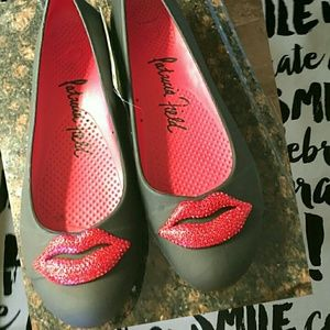 244a27124 CROCS Shoes - ⚠FINAL PRICE⚠Crocs Patricia Field Gianna Red Lips