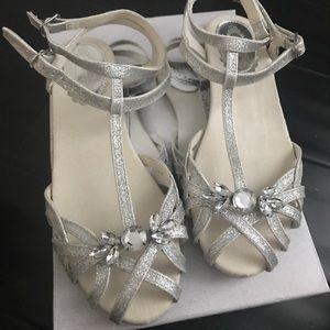NWT joyfolie silver sandal