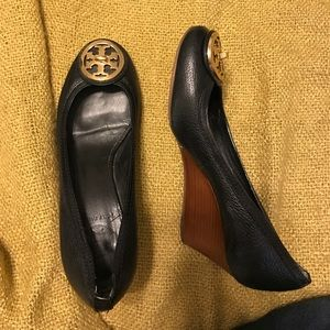 Tory Burch Black Wedges Leather sz 7