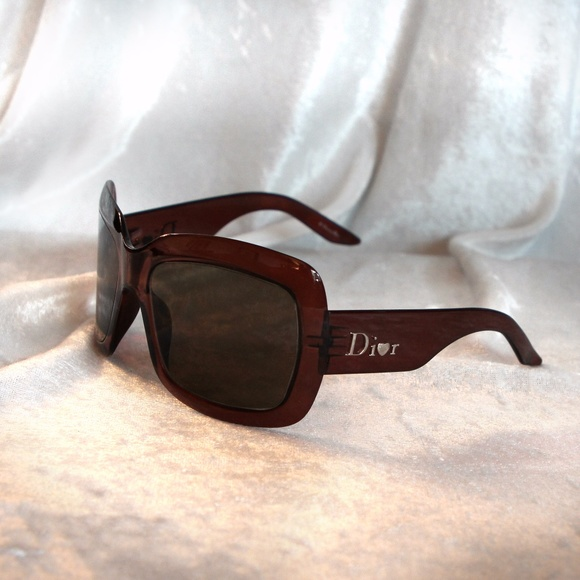 a347611b56ff Christian Dior Accessories - Christian Dior Extralight DTS HD Sunnies