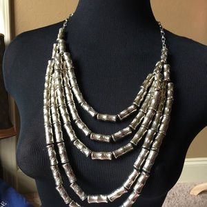 Jewelry - Gorgeous Silver Strand Necklace
