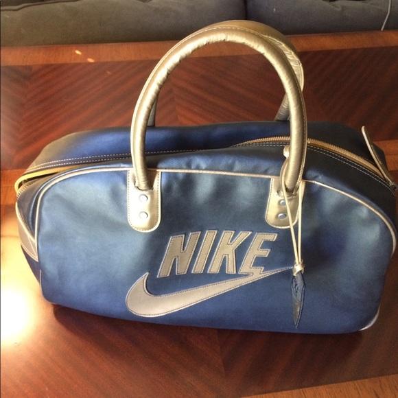 08ff14ada8 Vintage Nike Duffel bag. M 59790c8999086aa861002ddc