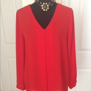Vince Camuto Light weight chiffon fabric tunic.