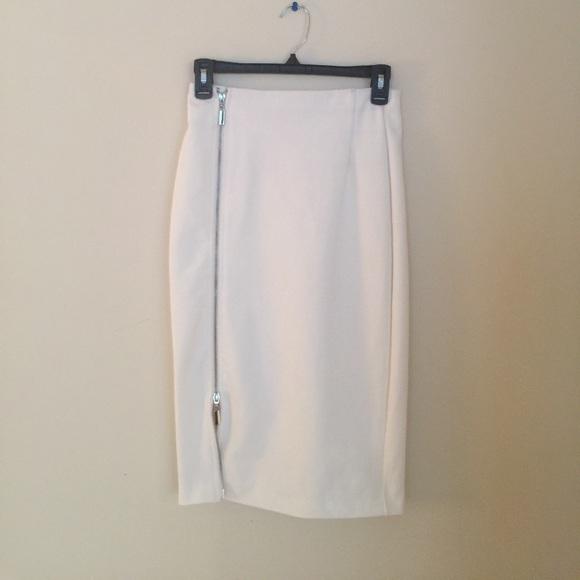 2df147fca Jennifer Lopez Dresses & Skirts - Jennifer Lopez winter white pencil skirt  w/ zipper