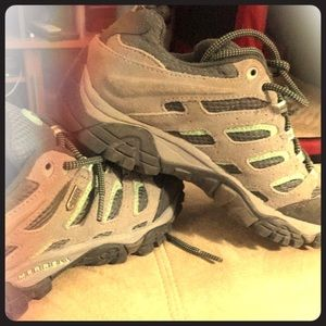Shoes - Waterproof hiking tennis shoes