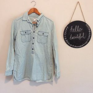 Old Navy Chambray Long Button Down Top Size M