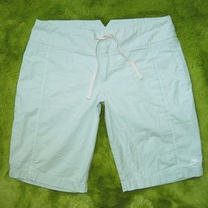Nike Light Gray Bermuda Casual Shorts Medium 8/10