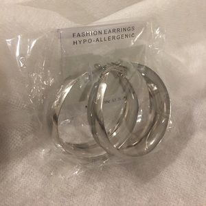 Jewelry - 🎈BOGO Fashion Silver earrings!